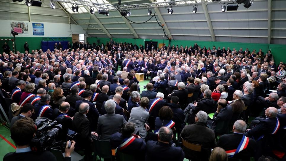 Emmanuel Macron devant quelque 600 maires réunis à Grand Bourgtheroulde, en Normandie, dans le cadre du grand débat national, le 15 janvier 2019