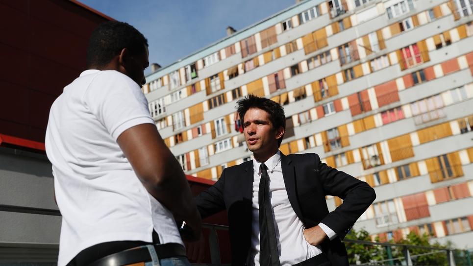 Juan Branco, candidat de la France insoumise aux législatives à Clichy-sous-Bois, près de Paris, le 22 mai 2017