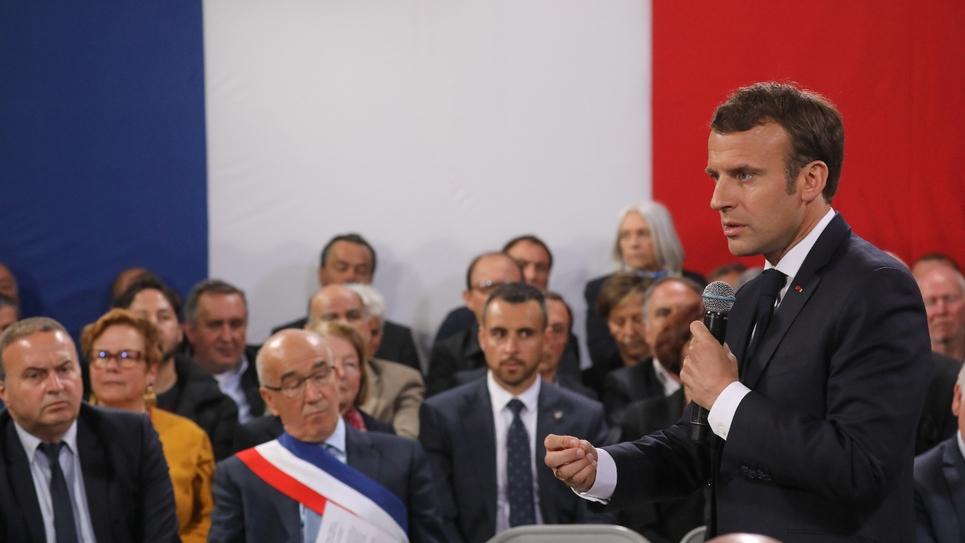 Emmanuel Macron débat avec 160 maires à  Cozzano en Corse-du-Sud, le 4 avril 2019