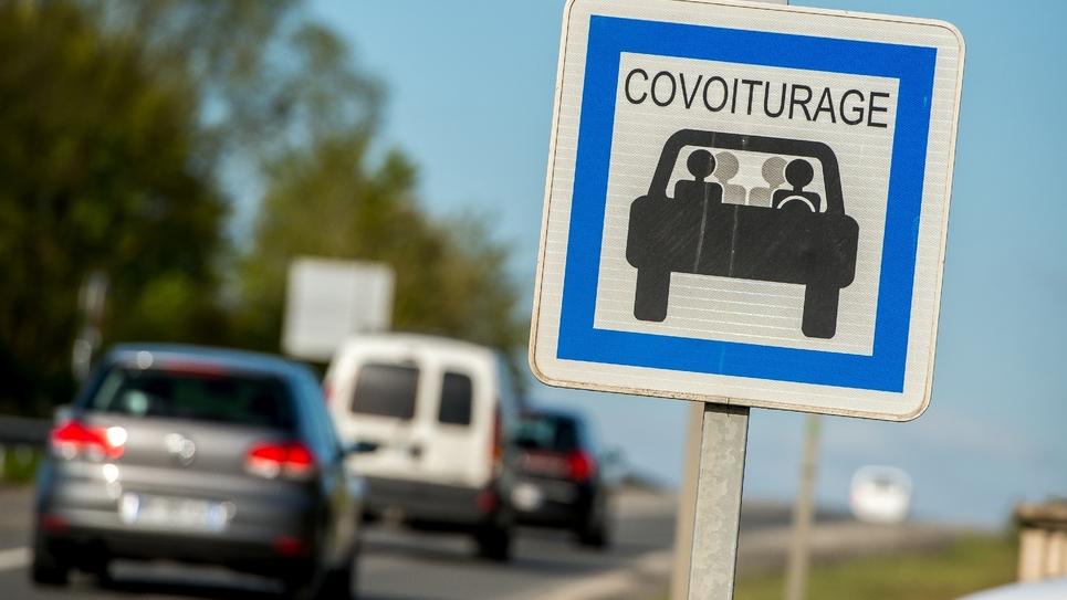 Parking dédié au covoiturage à Méteren, dans le nord de la France
