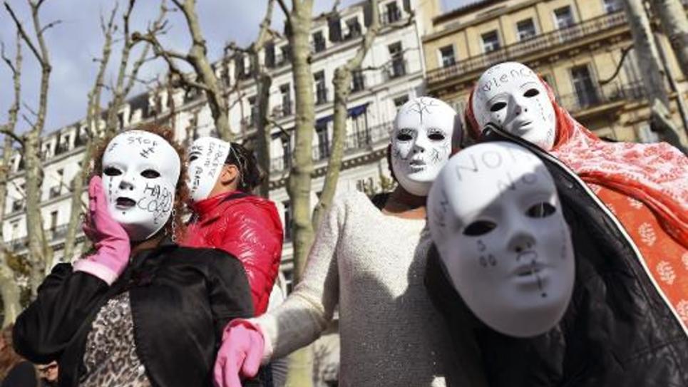 Des femmes manifestent à Marseille le 25 novembre 2014 lors de la journée internationale contre les violences faites aux femmes