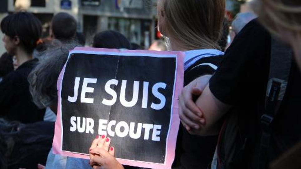 Manifestation contre le projet de loi sur le renseignement, le 8 juin 2015 sur la place de la République à Paris