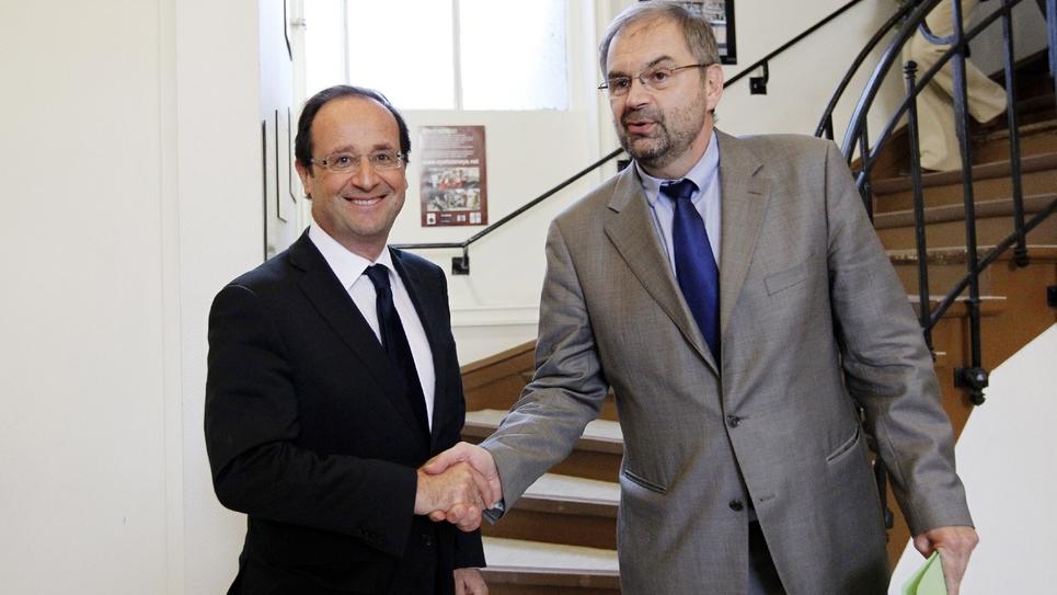 François Chérèque, alors à la tête de la CFDT, rencontre François Hollande, candidat PS à l'élection présidentielle, le 26 mars 2012 à Paris