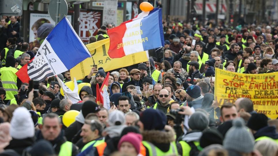 """Rassemblement de """"gilets jaunes"""" rue Saint-Antoine, près de la Bastille, le 12 janvier 2019 à Paris"""