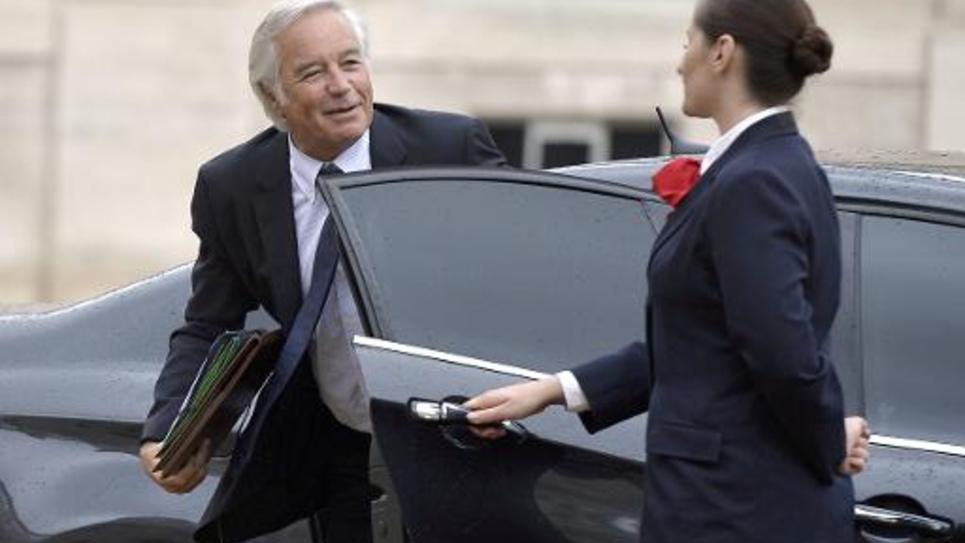 Le ministre du Travail François Rebsamen (g) arrivant au Palais de l'Elysée le 27 août 2014