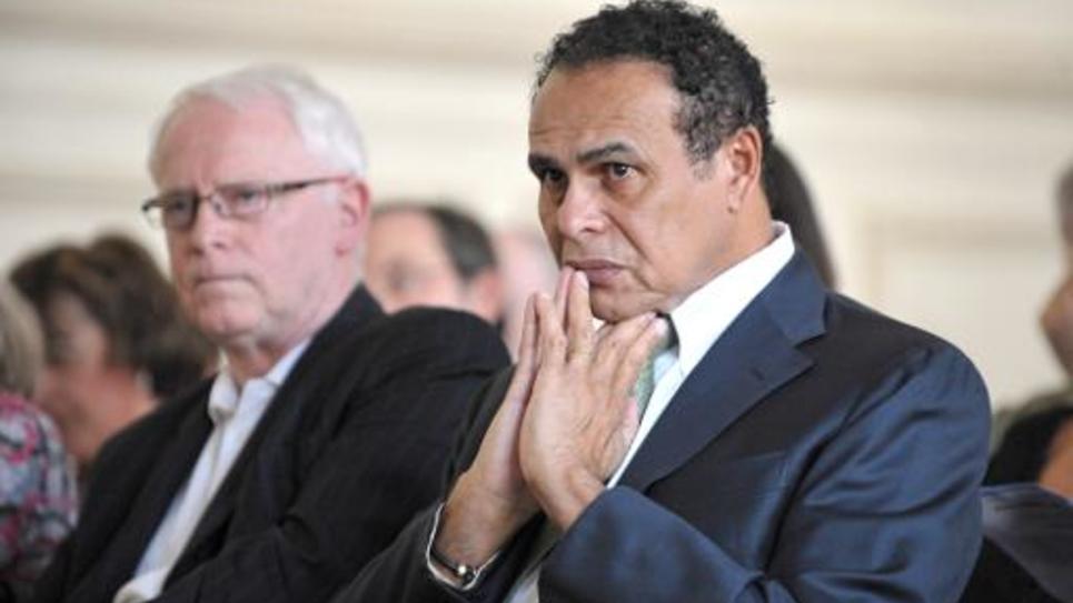 L'ancien ministre de l'outre-mer Léon Bertrand (D) participe au côté du père de Florence Cassez, Bernard Cassez, à l'assemblée générale d'une association de lutte contre les dysfonctionnements de la justice, France-Justice, le 02 avril 2011 à Paris
