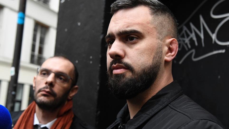 Eric Drouet (D) et son avocat Kheops Lara, à sa sortie de garde à vue, à Paris le 3 janvier 2019