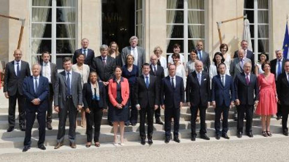 Photo des membres du gouvernement français autour du Président François Hollande et du Premier ministre Manuel Valls, le 1er aout 2014