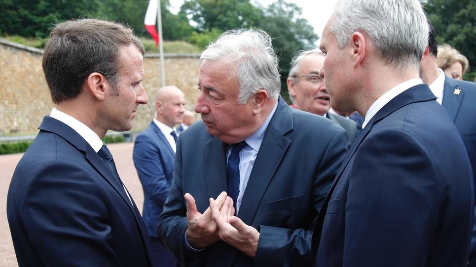 Le président du Sénat Gérard Larcher (centre) aux côtés d'Emmanuel Macron (L) au Mont-Valérien à Suresnes le 18 juin 2018