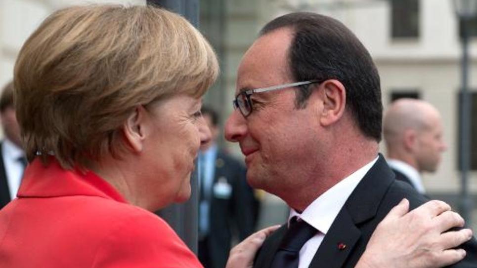 La chancelière allemande Angela Merkel et le président français François Hollande lors d'un sommet à Berlin destiné à préparer la conférence des Nations unies sur le climat, le 19 mai 2015