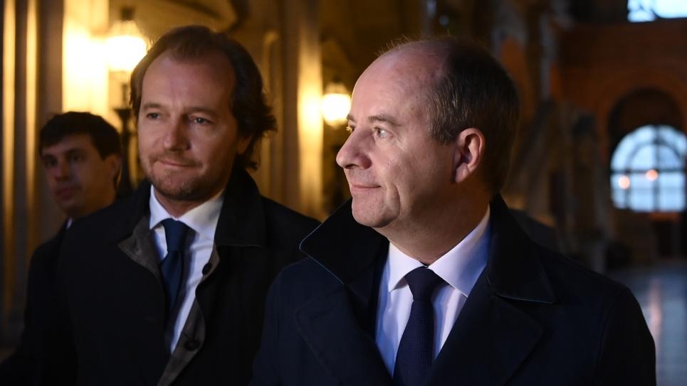 Jean-Jacques Urvoas (D) arrive devant la Cour de justice de la République à Paris, le 24 septembre 2019