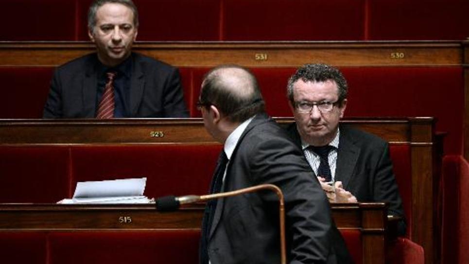Les députés PS Laurent Baumel et Christian Paul le 13 février 2015 à l'Assemblée nationale à Paris