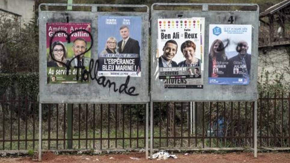 Panneaux électoraux des cantonales le 22 mars 2015 à Tullins
