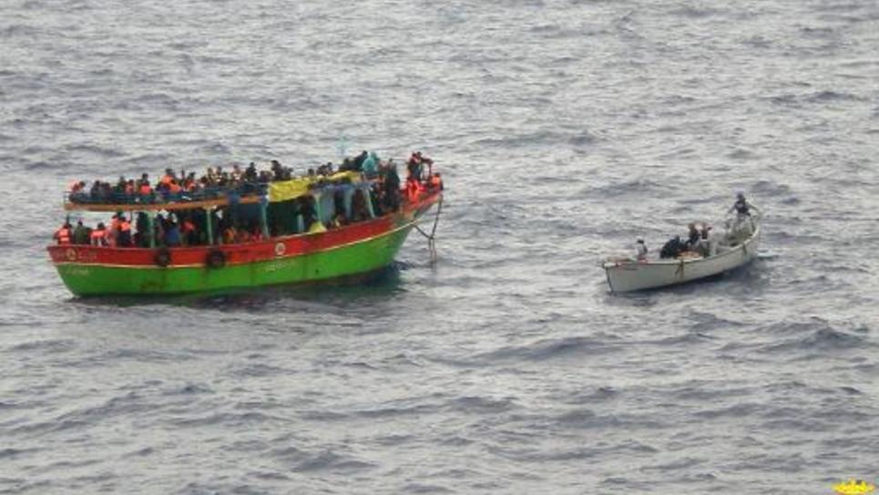 Le 20 mai 2014, un bateau plein de migrants durant une opération de sauvetage menée par la Marine italienne au large de la Sicile