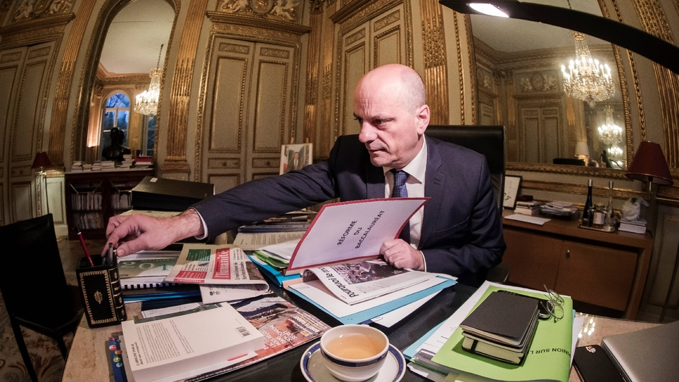 Jean-Michel Blanquer, ministre de l'Education, à son bureau, le 18 janvier 2018 à Paris
