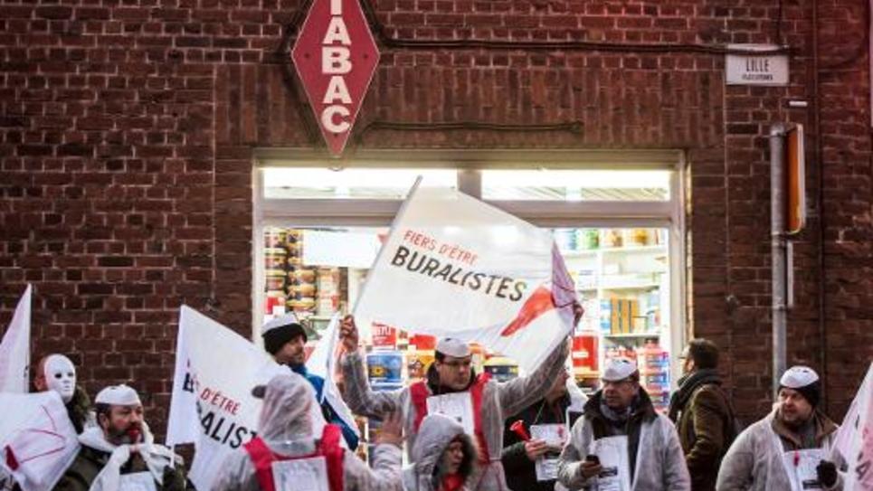 Des buralistes du Nord-Pas-de-Calais manifestent le 3 décembre 2014 à Mouscron, en Belgique, contre une nouvelle hausse du tabac