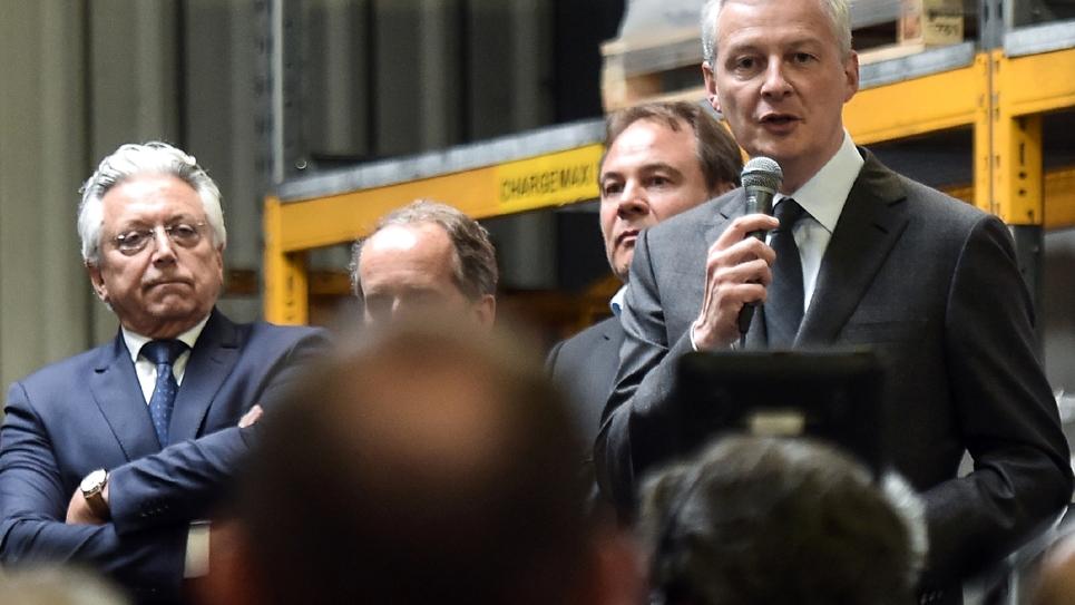 Le ministre de l'Economie français Bruno Le Maire devant les salariés de l'usine Ascoval le 2 mai 2019 à Saint-Saulve