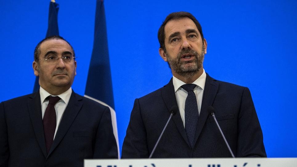 Le ministre de l'Intérieur Christophe Castaner (d) et le secrétaire d'État à l'Intérieur Laurent Nuñez à Paris le 7 décembre 2018