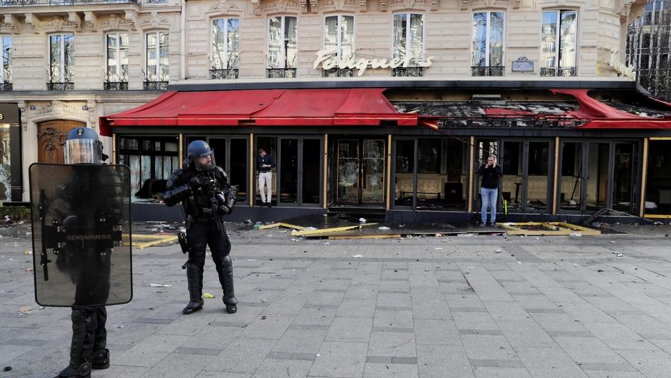 """Le Fouquet's pillé et incendié le 16 mars 2019 lors de la manifestation des """"gilets jaunes"""""""