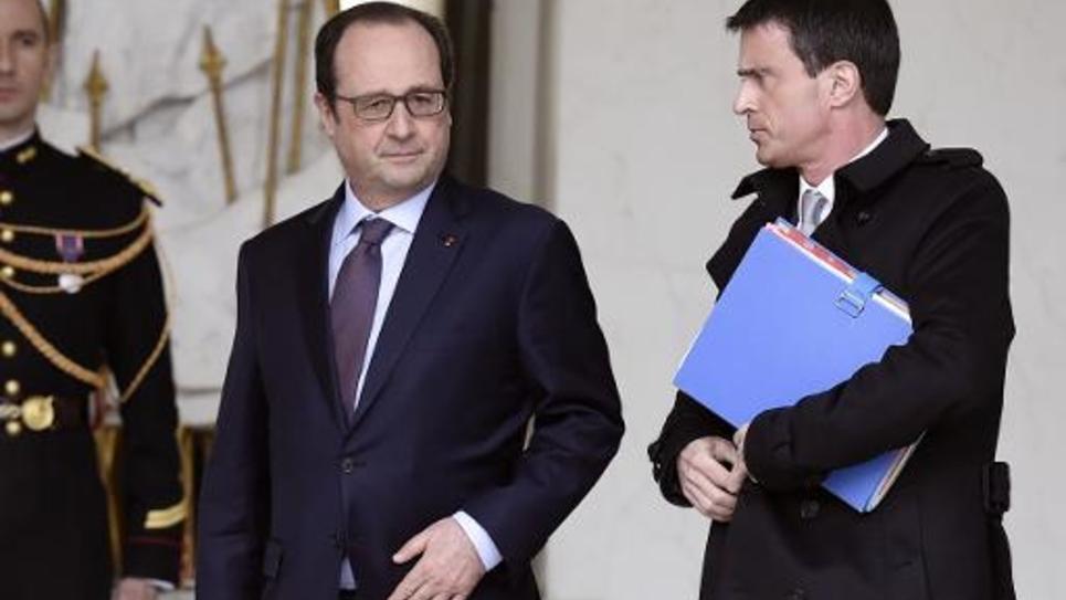 Le président François Hollande et son Premier ministre Manuel Valls sur le perron de l'Elysée, le 1er avril 2015