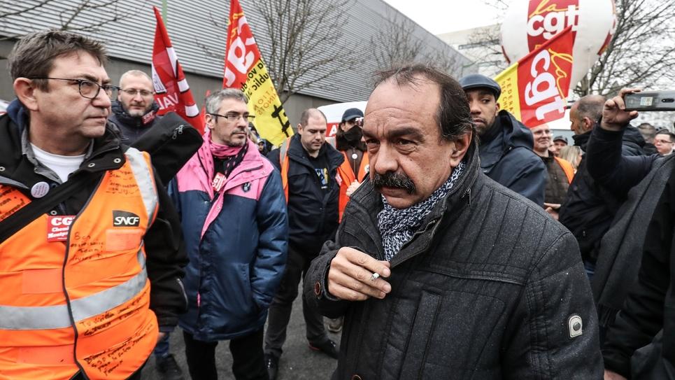 Le leader  de la CGT Philippe Martinez au dépôt de bus RATP de Vitry-sur-Seine, près de Paris, le 13 janvier 2020
