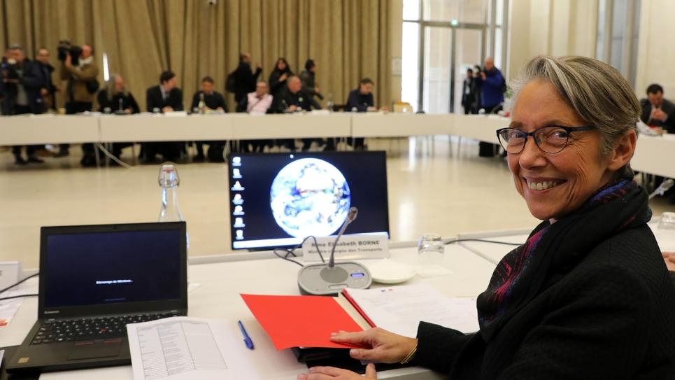 La ministre des Transports Elisabeth Borne avant une réunion avec les syndicats de la SNCF, le 5 avril 2018 à Paris