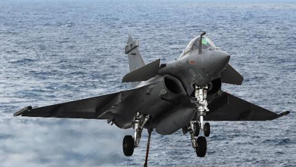 Un Rafale décolle du porte-avions Charles-de-Gaulle au large de Toulon, le 15 janvier 2015