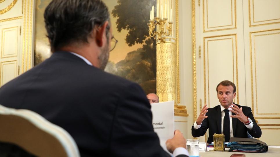 Emmanuel Macron et Edouard Philippe se font face, lors du conseil des ministres du 5 septembre 2018 au Palais de  l'Elysée à Paris