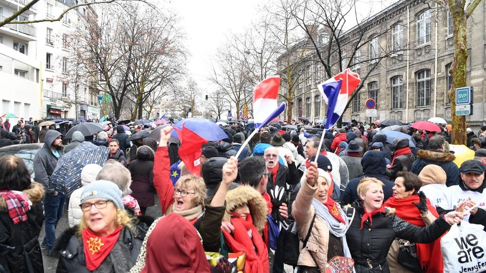 """Manifestation des """"foulards rouges"""" à Paris le 27 janvier 2019"""