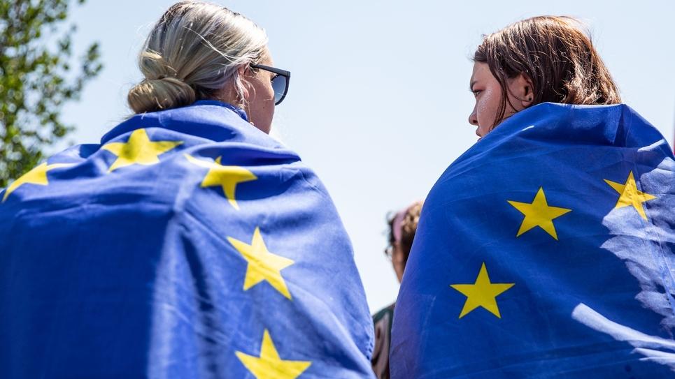 Des femmes revêtues du drapeau européen une semaine avant les élections européeennes le 19 mai 2019 à Berlin