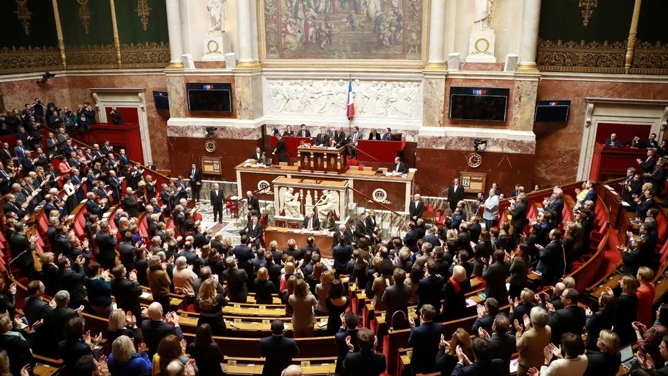Les députés applaudissent le président de l'Assemblée nationale Richard Ferrand le 12 février 2019 à Paris