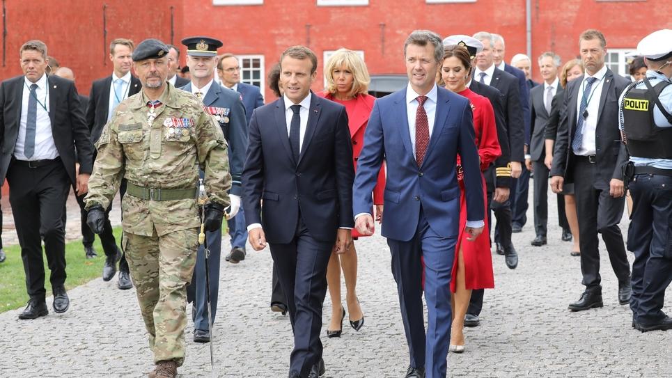 Le prince héritier Fredrik de Danemark et son épouse la princesse Mary accueillent le président français Emmanuel Macron et sa femme Brigitte Macron, à Copenhague, le 28 août 2018