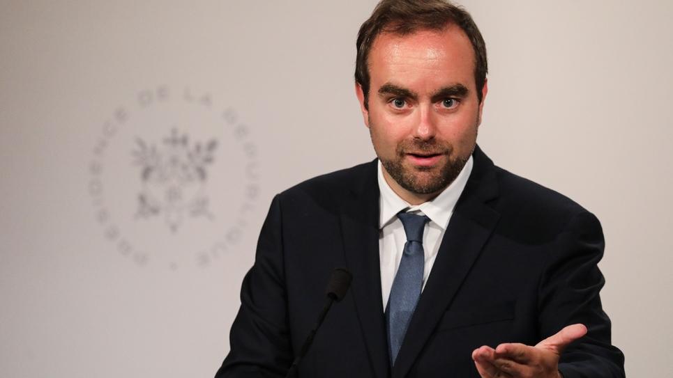 Le ministre des Collectivités territoriales Sébastien Lecornu s'exprime pendant une conférence de presse, le 17 juillet 2019 à Paris