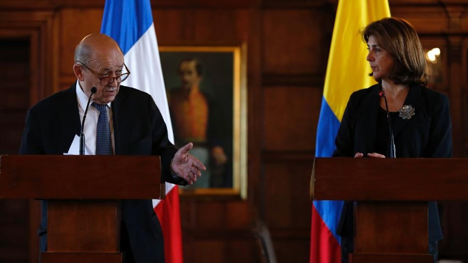 Le chef de la diplomatie française Jean-Yves Le Drian et son homologue colombienne Maria Angela Holguin à Bogota, le 27 juillet 2018