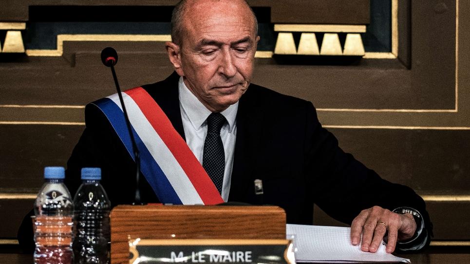 Gérard Collomb (C) juste après son élection, le 5 novembre 2018 à la tête de la mairie de Lyon