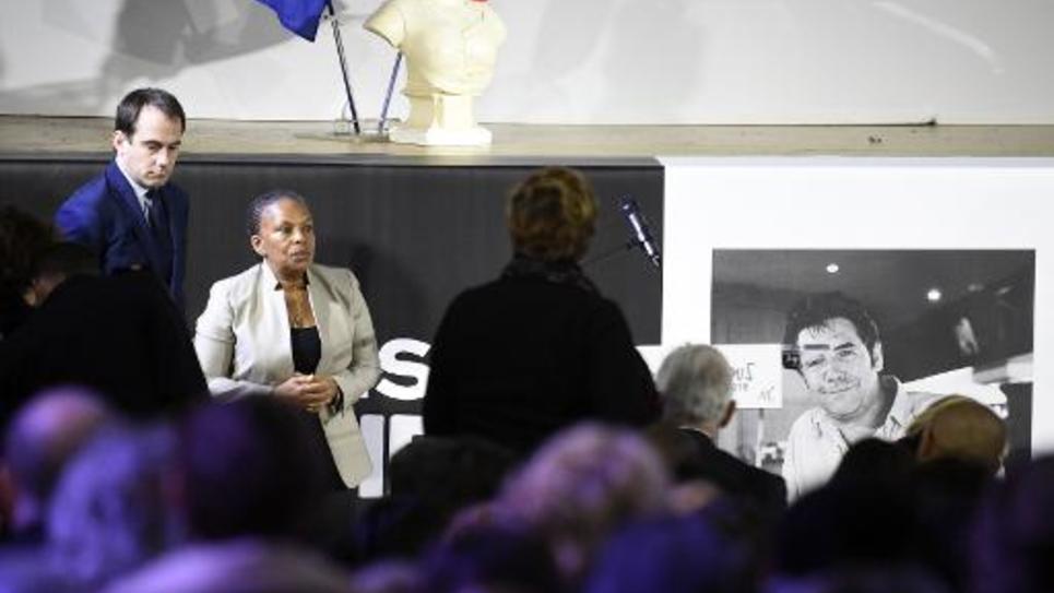 Le maire de Montreuil Patrice Bessac (g) et la ministre de la Justice Christiane Taubira aux funérailles de Tignous à Montreuil le 15 janvier 2015