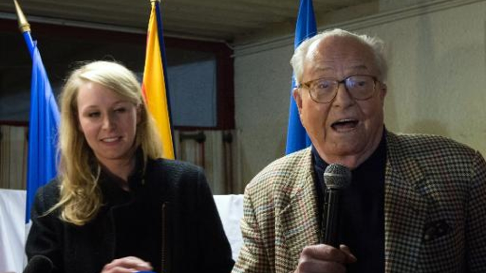 Marion Marechal-Le Pen et Jean-Marie Le Pen le 29 mars 2015 à Carpentras