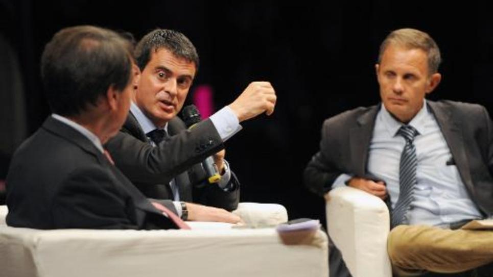 Le Premier ministre français Manuel Valls (c) à Blois le 11 octobre 2014