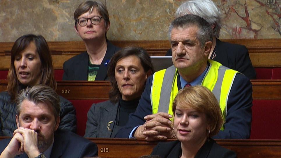 Jean Lassalle en gilet jaune à l'Assemblée nationale, à Paris le 21 novembre 2018