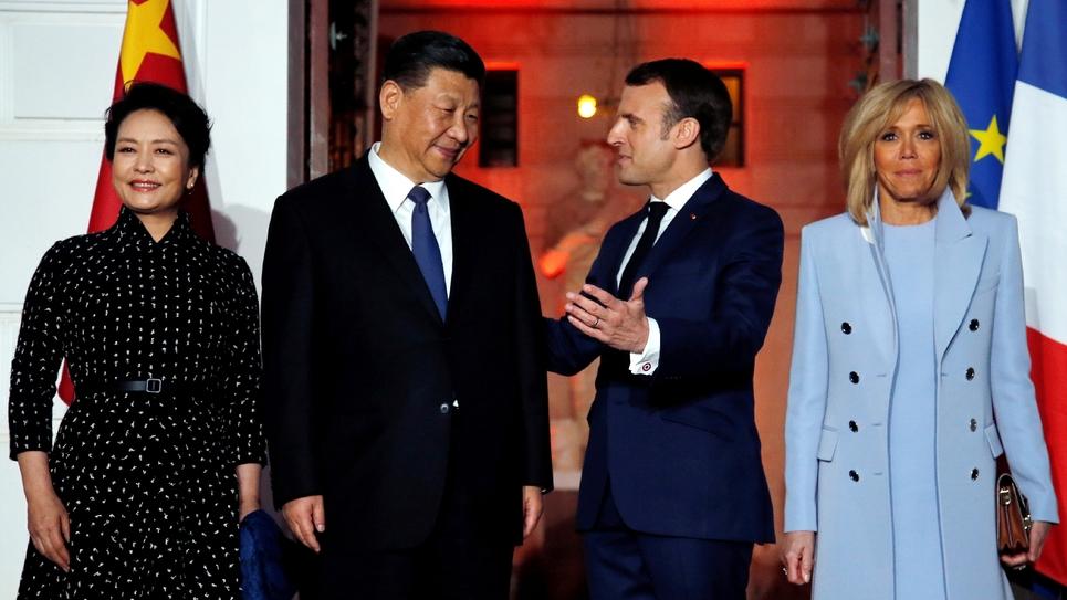 Le président français Emmanuel Macron (2e d), sa femme Brigitte (d), son homologue chinois Xi Jinping et son épouse Peng Liyuan le 24 mars 2019 à Beaulieu-sur-Mer