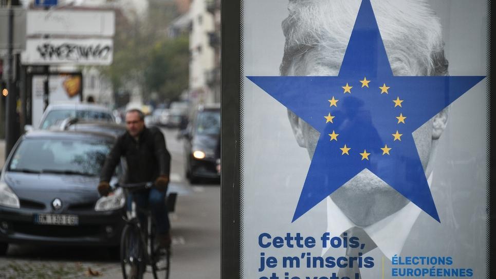 Une affiche destinée à encourager les électeurs à voter aux européennes, dans une rue de Strasbourg le 21 novembre 2018