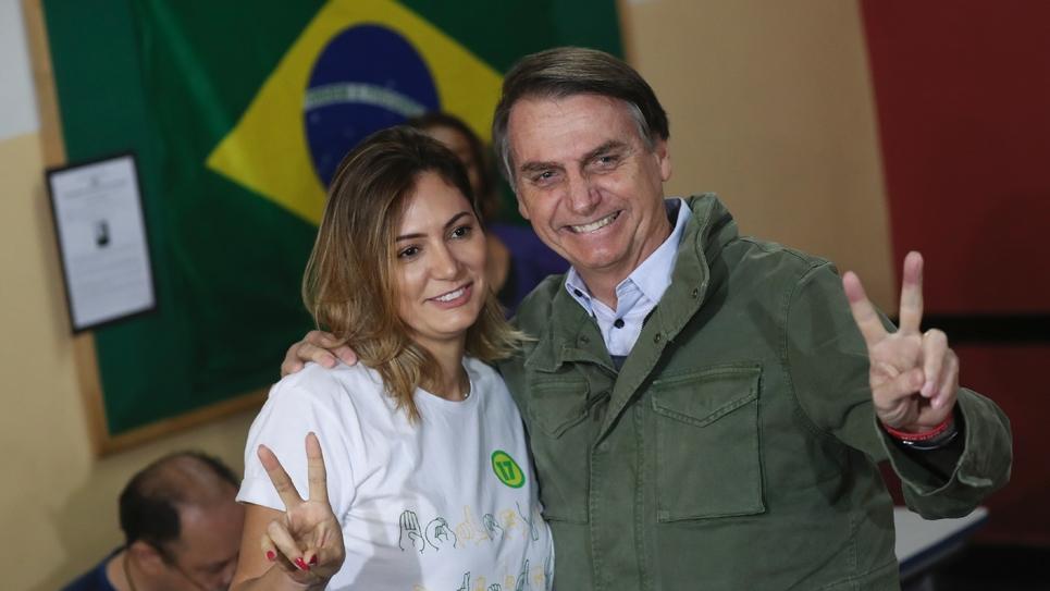 Jair Bolsonaro et son épouse au bureau de vote de Rio de Janeiro où ils ont voté le 28 octobre 2018