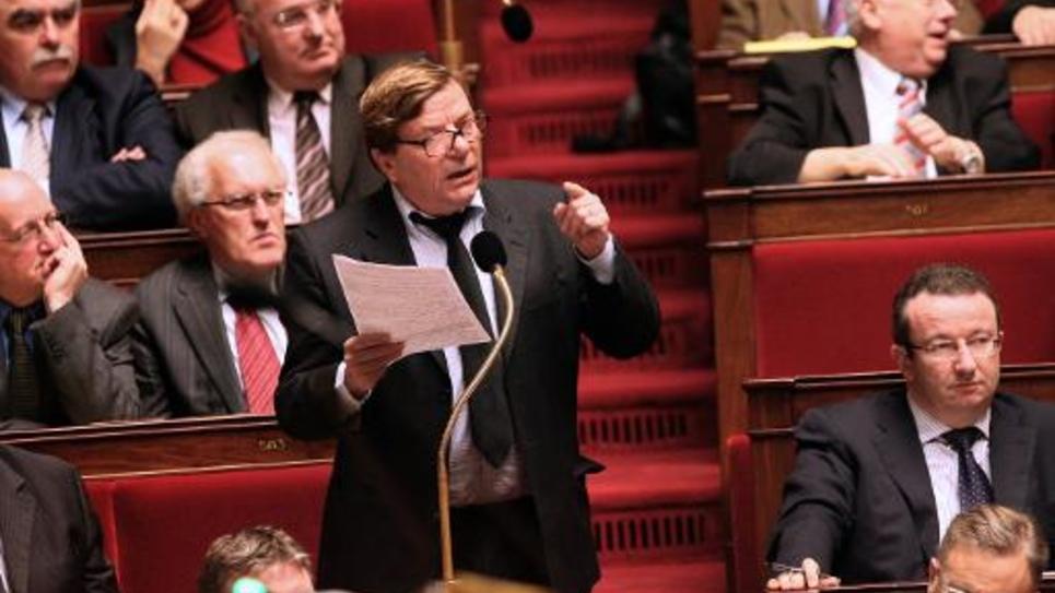 Le maire PCF d'Ivry-sur-Seine Pierre Gosnat, alors député, s'exprime à l'Assemblée le 8 décembre 2009