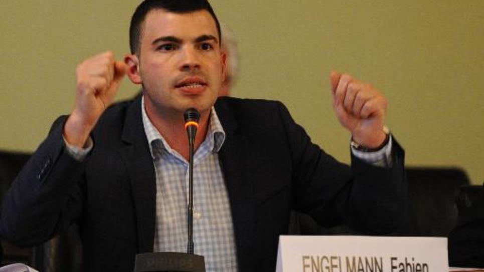 Le maire Front National de Hayange, Fabien Engelmann lors d'un conseil municipal le 2 septembre 2014
