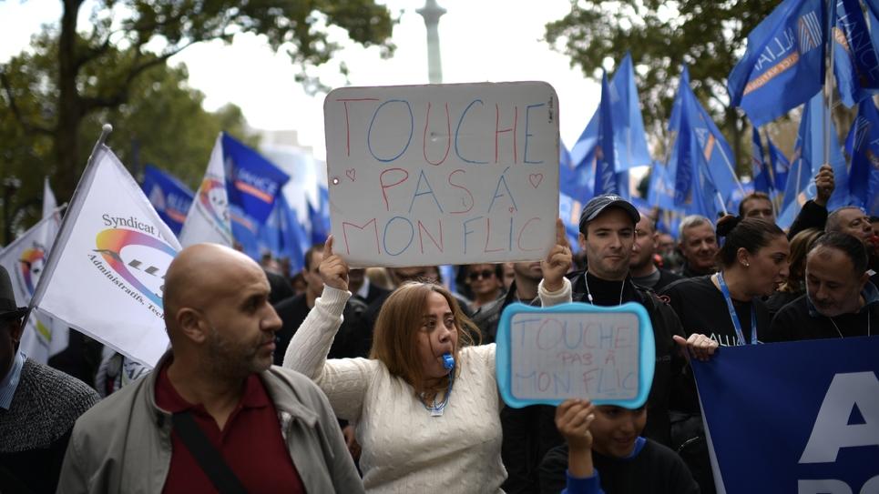 """Des participants à """"La Marche de la colère"""" des policiers, à Paris mercredi 2 octobre 2019"""