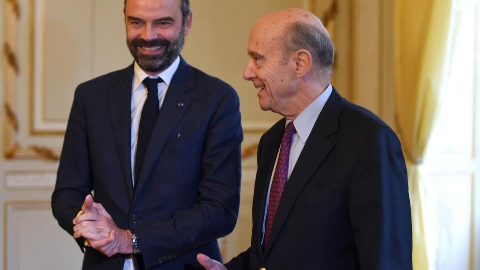 Le Premier ministre Édouard Philippe (g) et le maire de Bordeaux Alain Juppé à Bordeaux le 1er février 2019