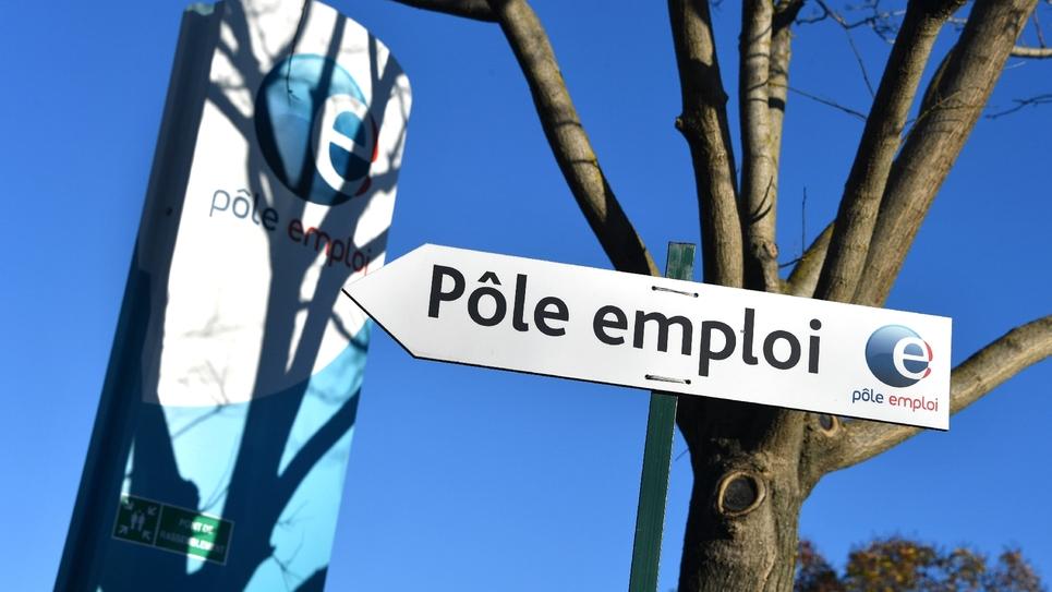 """Contrôle des chômeurs: un """"durcissement inutile"""", selon Veyrier (FO), """"injuste"""" selon la CFDT"""