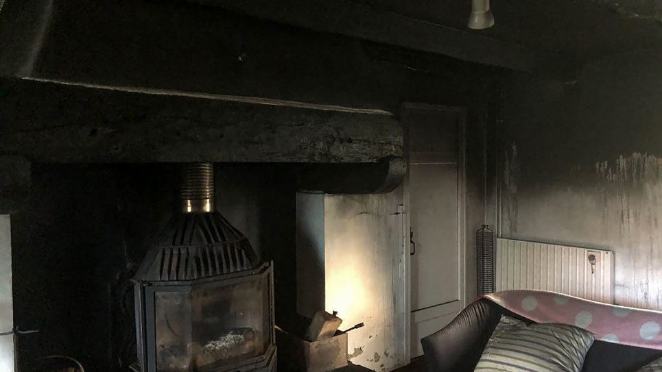 Photo publiée sur le compte Twitter du président LREM de l'Assemblée nationale Richard Ferrand, le 9 février 2019, montrant les dégâts après la tentative d'incendie à son domicile privé de Motreff dans le Finistère
