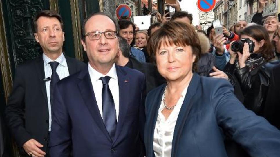 Le président François Hollande et Martine Aubry, maire de Lille, arrive pour un déjeuner à la pâtisserie Meert, le 22 novembre 2014 à Lille