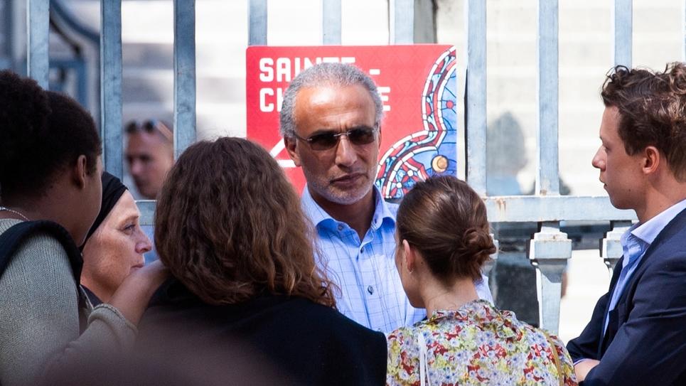 L'islamologue suisse Tariq Ramadan photographié le 30 août 2019 près du Palais de Justice de Paris